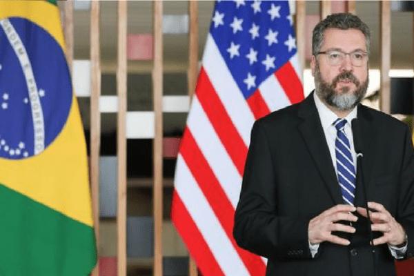 Após demissão, Araújo divulga carta
