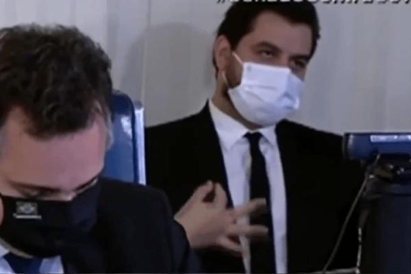 Deputado pede desculpas após criticar assessor por gesto polêmico