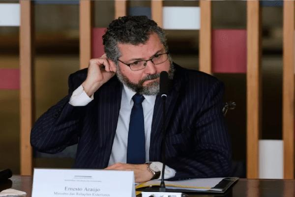 Ernesto Araújo pede demissão do cargo de ministro das Relações Exteriores