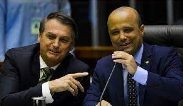 Major Vitor Hugo apresenta projeto para dar mais poder a Bolsonaro na pandemia