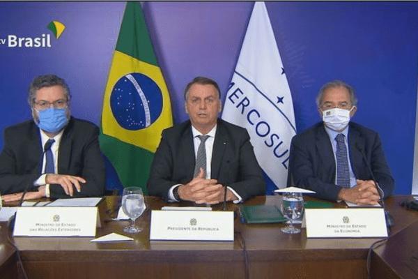 Presidente Bolsonaro defende ampliação do comércio durante reunião