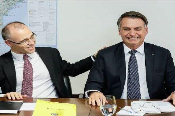AGU envia parecer ao Supremo sobre Bolsonaro: 'Verdadeiro empenho' por vacina