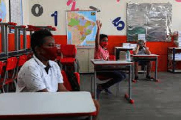Após fase emergencial, São Paulo autoriza retomada das aulas presenciais