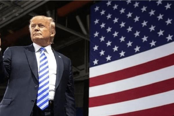 """Donald Trump diz que é o """"pai da vacina"""" nos EUA"""