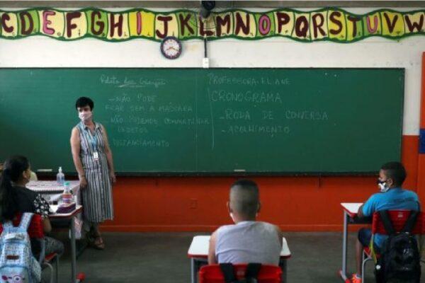Justiça do Rio derruba liminar e determina volta às aulas presenciais