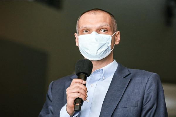 Bruno Covas deixa UTI e segue em observação no hospital