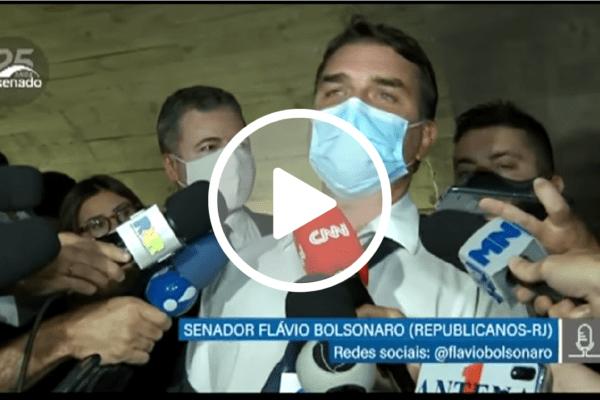 Flávio Bolsonaro crítica atitude de Renan Calheiros na CPI contra Fabio Wajngarten e dispara