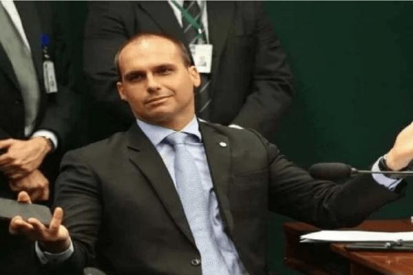 Eduardo Bolsonaro debocha de Witzel e dispara 'Correu como um rato'