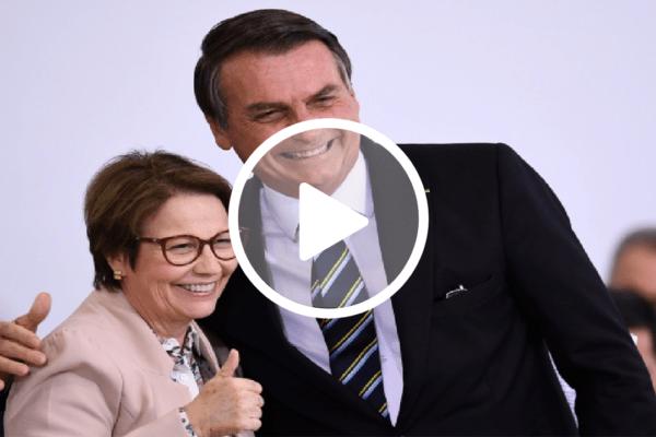 Presidente Bolsonaro embarca para 'libertar pessoas que estavam nas mãos do MST': 'Maior entrega de títulos da História'