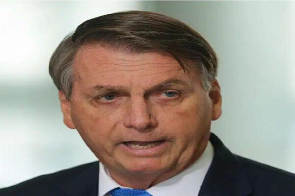 """""""CoronaVac não tem eficácia nenhuma"""", diz Bolsonaro"""