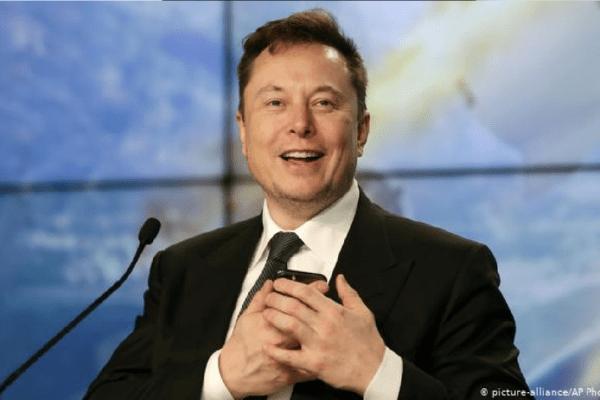 Elon Musk diz que segue investindo em bitcoin e quer ver o sucesso da criptomoeda