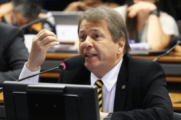 Deputado Bibo Nunes diz que a 'bronca' dos caminhoneiros é com o STF
