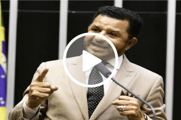 Deputado quer punição a quem destrói a bandeira do Brasil
