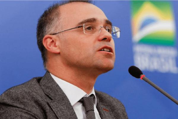 Senadores acionam STF para obrigar Alcolumbre a pautar sabatina de André Mendonça